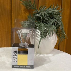 Prodyne: Clear Acrylic Diamond Bottle Wine Stopper